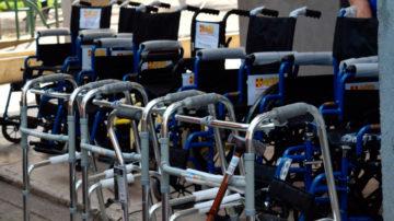 Entrega sillas de ruedas, andadores y bastones